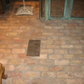 Overview of a Veneer brick floor with a highlight in the middle.