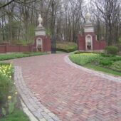 antique-street-pavers-w-cobblestones