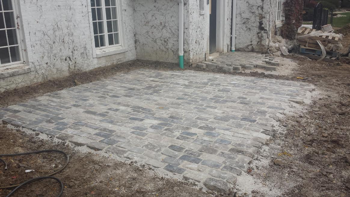 You can view a small patch of Salt and Pepper Cobblestone paving outside of a house.