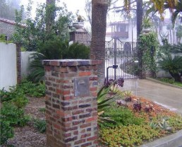Photo of a column at the entrance of a house built with Antique Iowa Pavers