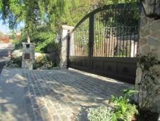 Historical-Bricks-Project-Ideas-Custom-Cobblestone-Driveways-Antique Bluestone Cobble1
