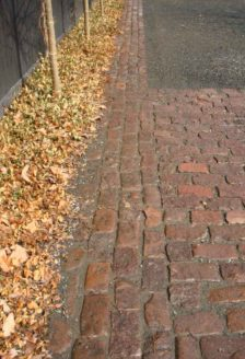 Historical-Bricks-Project-Ideas-Custom-Cobblestone-Driveways-Minnesota-Antique Quartzite Cobble3