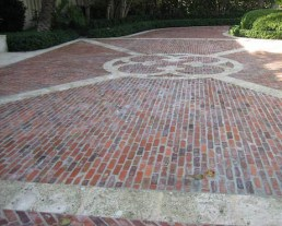 Floor with design in the middle built with Old Madrid Pavers